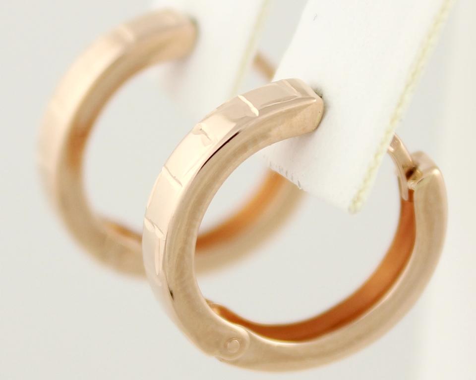 серьги кольца золотые  на девушках